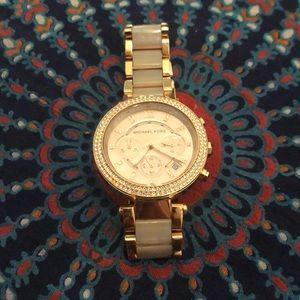Used Women's rose gold Michael Kors watch MK5827